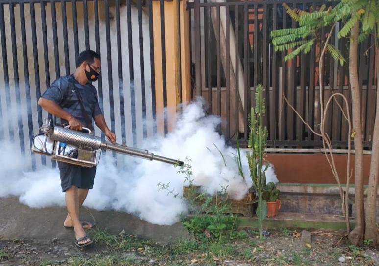 Ketua LPM dan RT Fogging Kompleks Permata Sudiang Raya