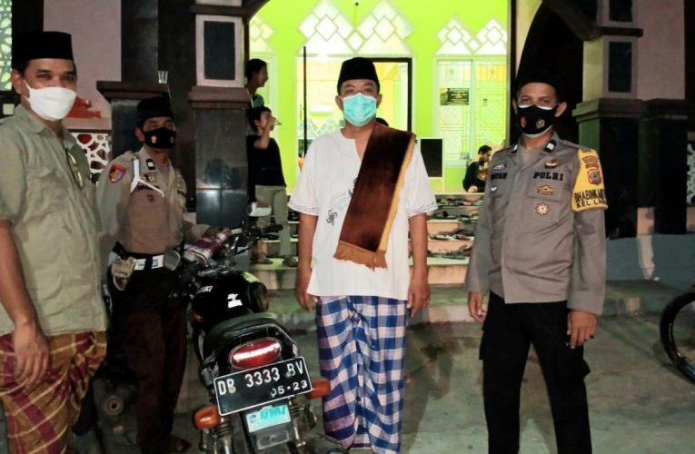 Aiptu Rustam Bersama Ketua Pokdarkamtibmas Bhayangkara Sulsel Amankan Jalannya Sholat Tarawih di Masjid Al Musabbihin