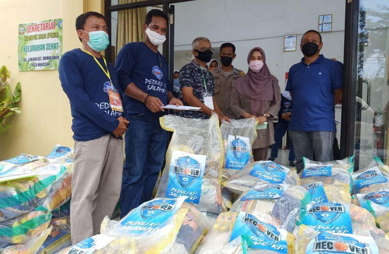 Camat Biringkanaya Mahyuddin Pantau Penyaluran Bansos PPKM Kel Laikang